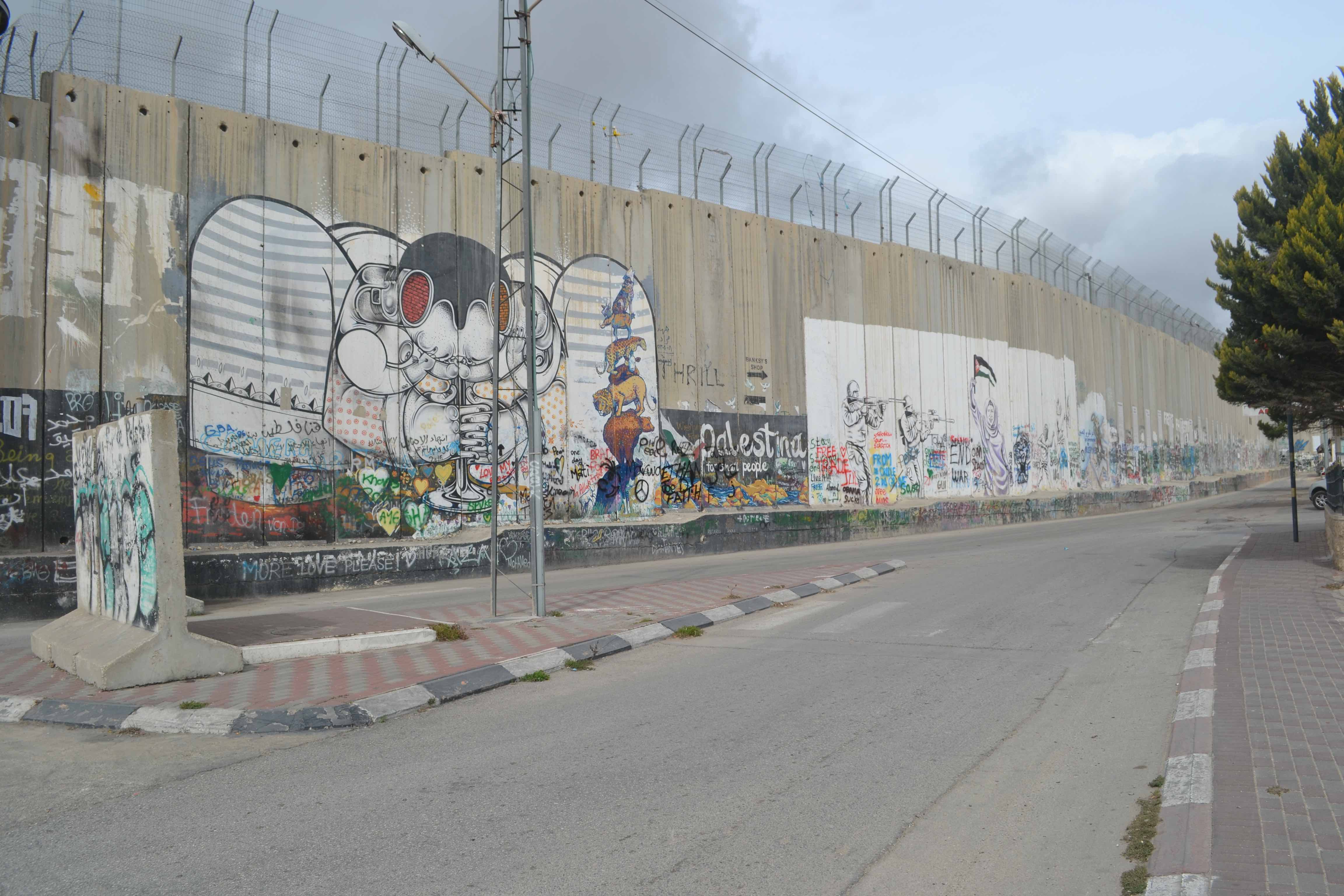 The wall that divides the West Bank and Jerusalem. Credit: Praveen Sparsh