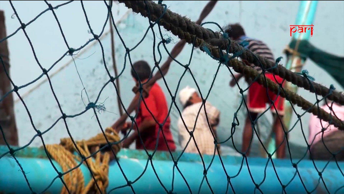 Fishermen at Fort Kochi. Credit: PARI