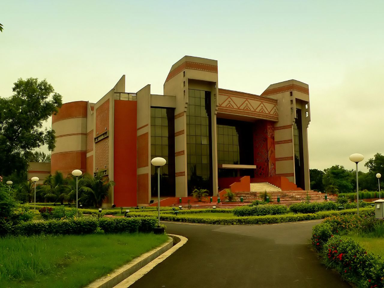 IIM Kolkata. Credit: Wikimedia Commons