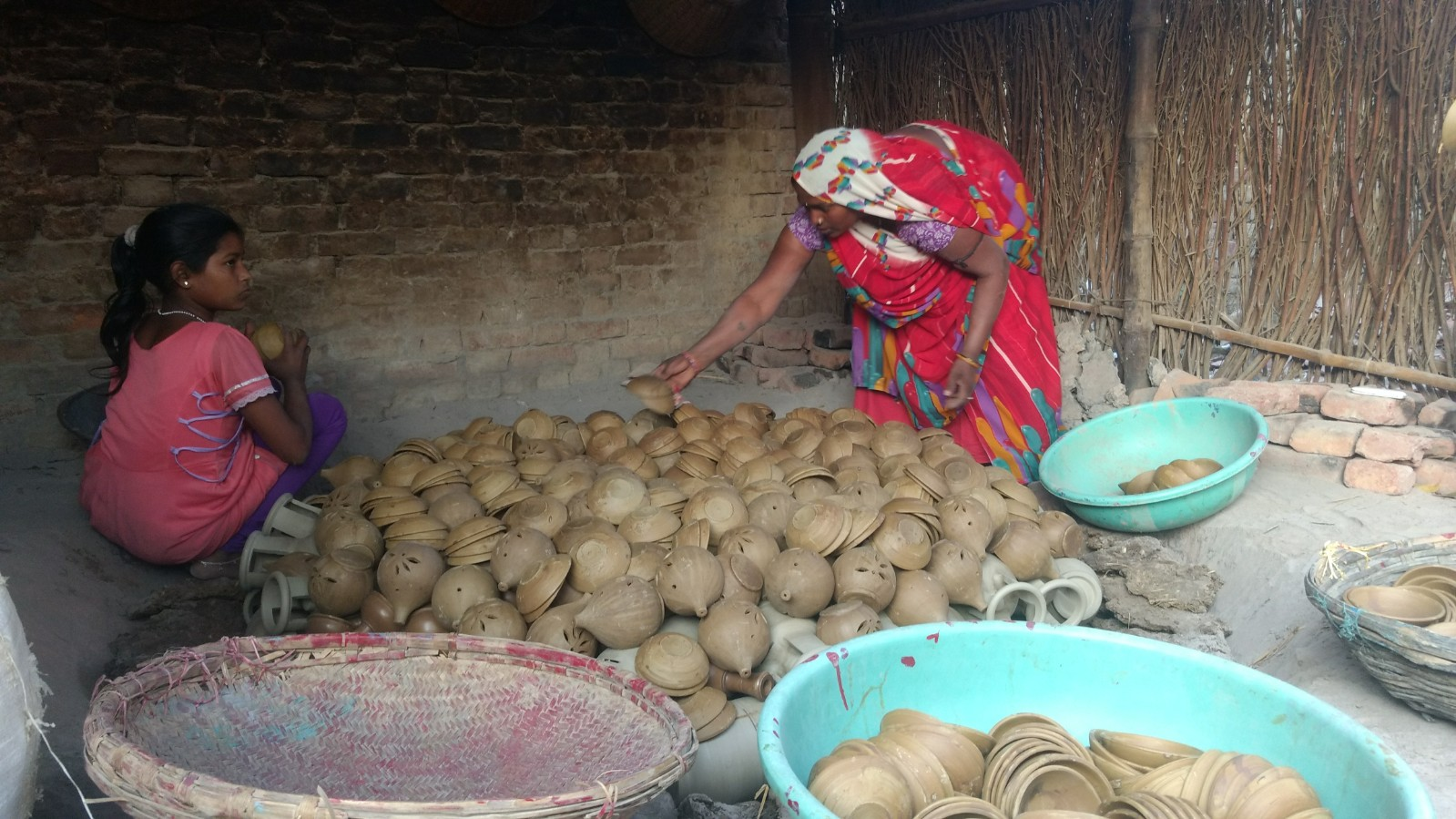 Tikamgarh's Potters Go Jobless As People With LPG Connections Switch to Shiny Pots