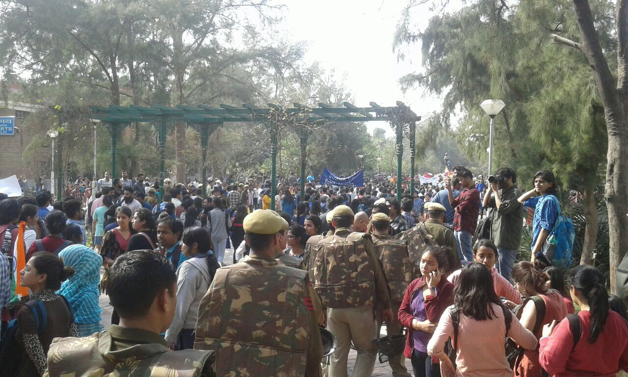 Students and faculty members marched through Delhi University on Monday February 27 to protest the ABVP's violence on campus the previous week. Credit: NS/The Wire