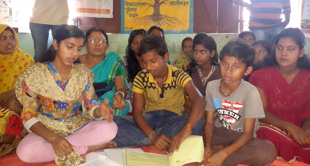 A children's group meets to discuss local issues. Credit: Chhandosree