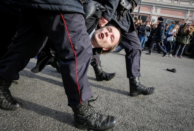 Law enforcement officers detains an opposition supporter during a rally in Moscow, Russia, March 26, 2017. Credit: Reuters