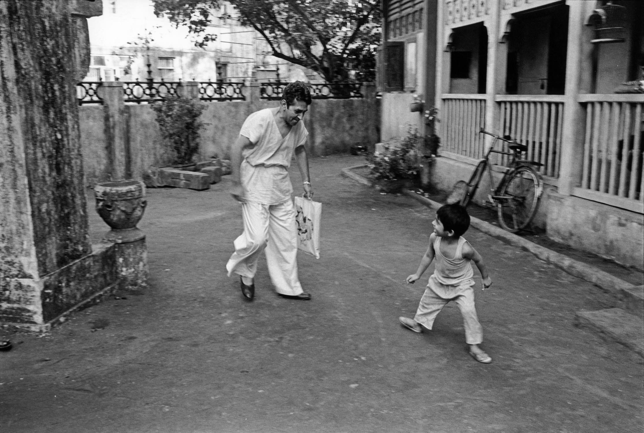 Roshan Seth plays with Mickey on the set of Such A Long Journey, Bombay 1999. Photograph©1999 Sooni Taraporevala