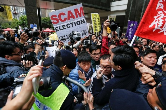 Protesters scuffle with police during the election for Hong Kong's next chief executive near the venue where the vote is taking place in Hong Kong, China March 26, 2017. Credit: Reuters