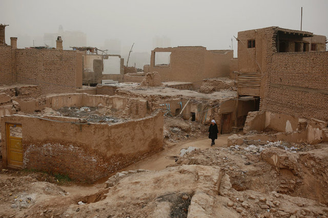 A woman walks through a derelict section of the old town in Kashgar, Xinjiang Uighur autonomous region, China, March 23, 2017. Credit: Reuters