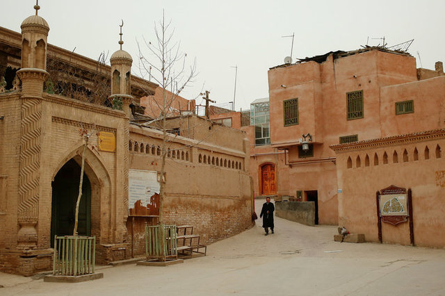 A man approaches a mosque to open it for evening prayer in the old town in Kashgar, Xinjiang Uighur Autonomous Region, China, March 23, 2017. Credit: Reuters