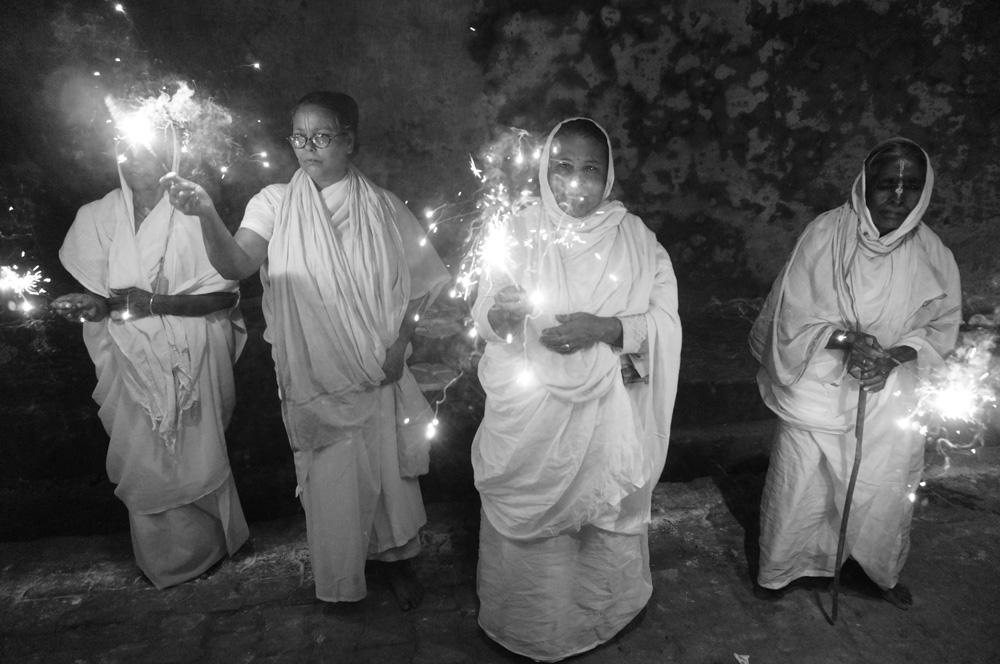 Widows at Vrinvan ashram - Glimpses of their daily life. By Shome Basu 20130202_0108