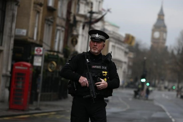 An armed police officer stands on Whitehall the morning after an attack by a man driving a car and wielding a knife left five people dead and dozens injured, in London, UK, March 23, 2017. Credit: Reuters