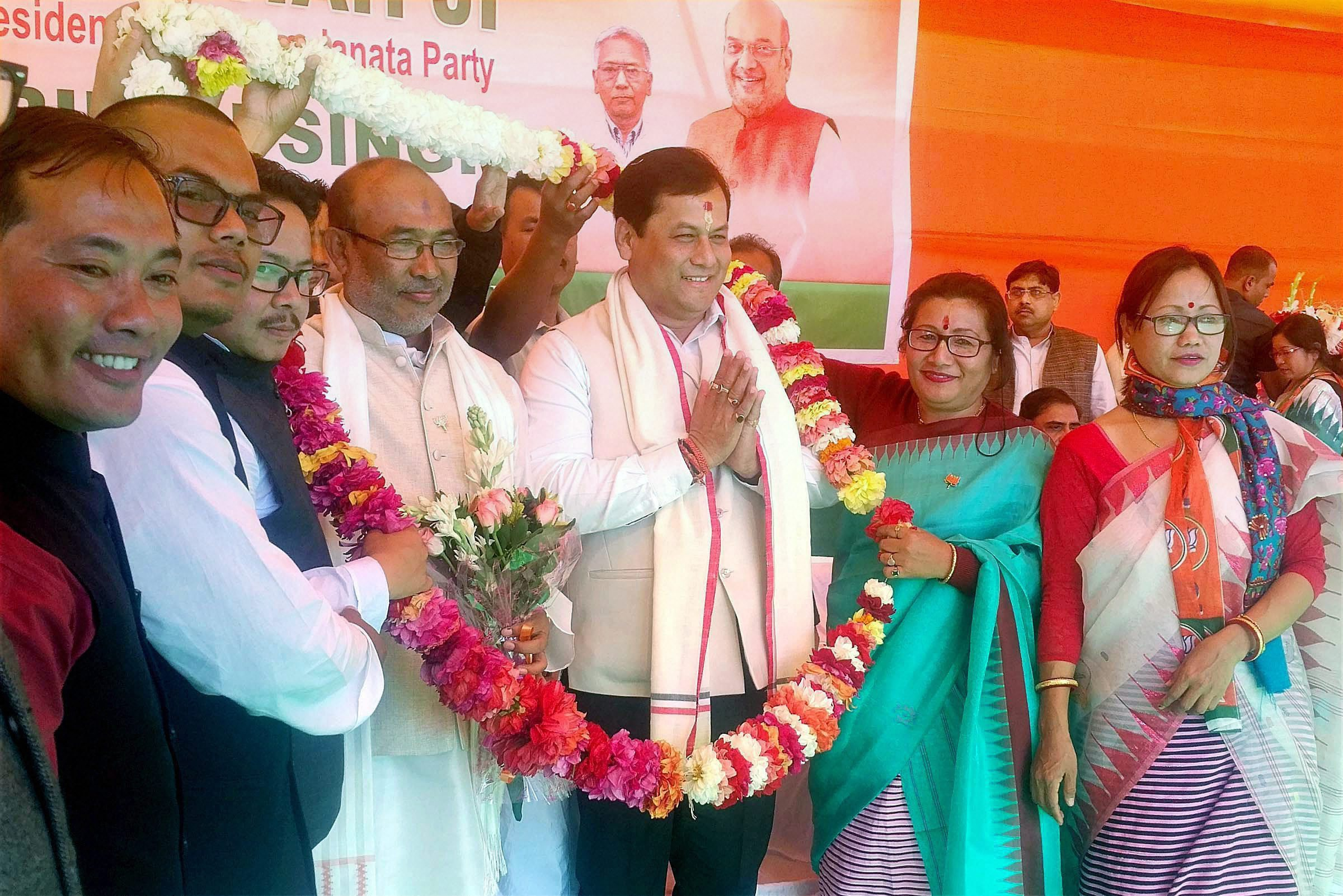 Newly sworn-in Manipur chief minister Nongthombam Biren Singh with Assam chief minister Sarbananda Sonowal being felicitated in Imphal on Wednesday. Credit: PTI