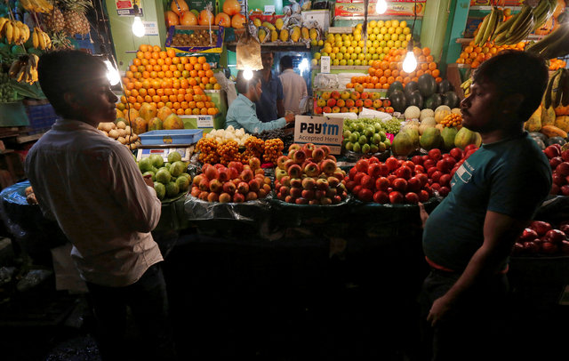 An advertisement of Paytm, a digital wallet company, is seen placed at a fruit stall in Kolkata, India, January 26, 2017. Picture taken January 26, 2017. Credit: Reuters