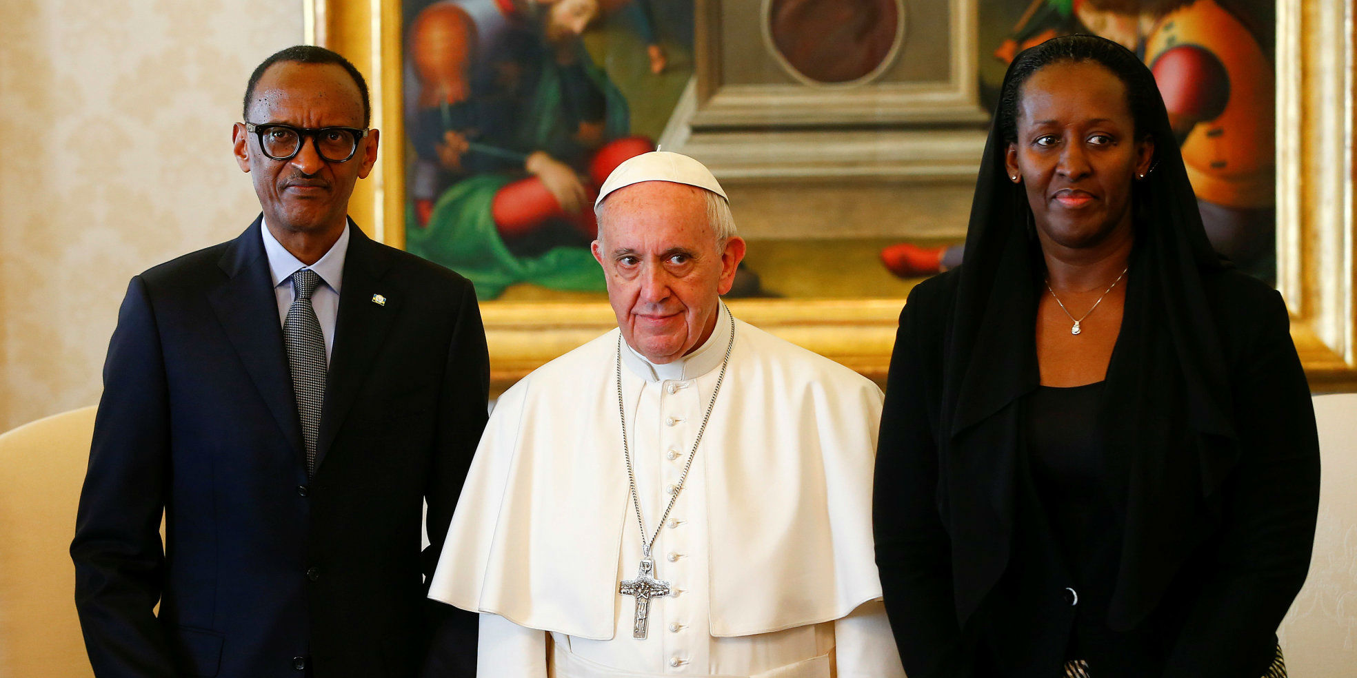 Pope Francis poses with Rwanda's President Paul Kagame and his wife Jeannette during a private meeting at the Vatican March 20, 2017. Credit: Reuters/Tony Gentile