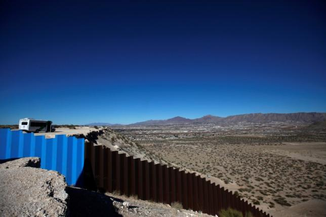 A general view shows a newly built section of the US-Mexico border fence at Sunland Park, US opposite the Mexican border city of Ciudad Juarez, Mexico January 26, 2017. Credit: Jose Luis Gonzalez/Reuters