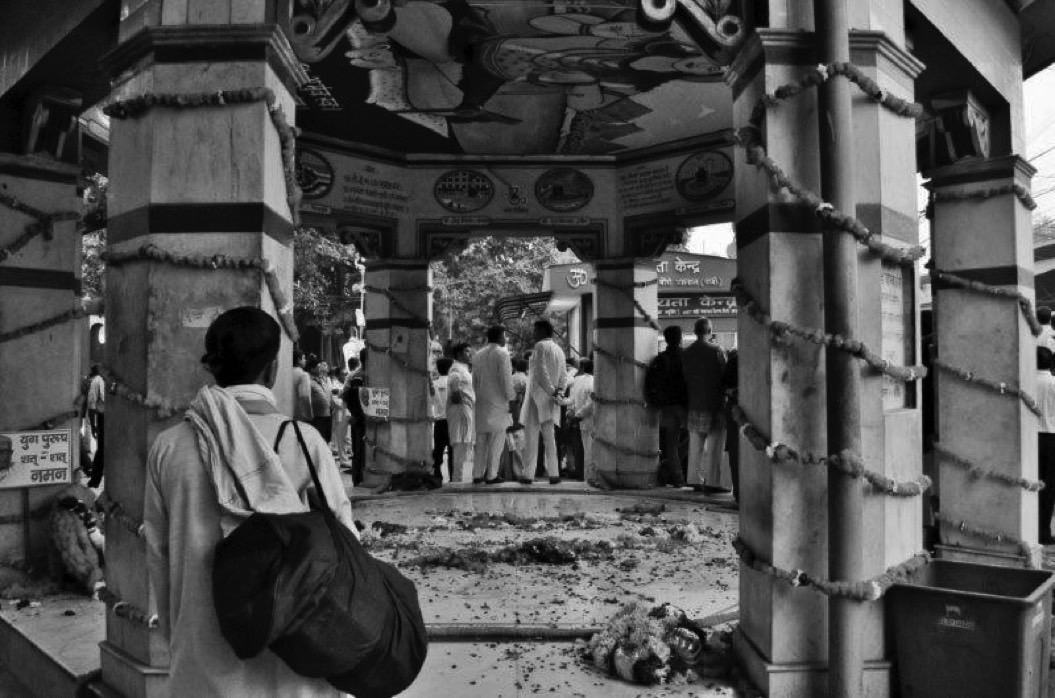 A Pandit looks on at the platform where dead bodies are kept before burning. Credit: Wamika Singh