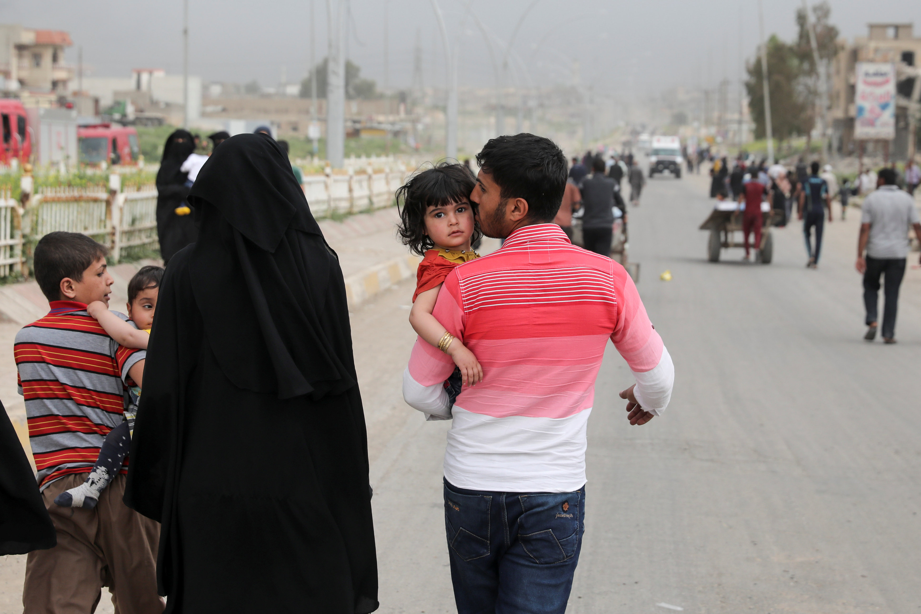 Hundreds Flee Mosul Fighting as Others Return to Former ISIS Areas