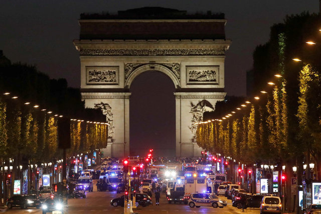 Policeman Shot Dead in Paris, ISIS Claims Responsibility