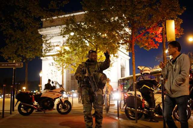 An armed soldier secures a side road near the Champs Elysees Avenue after shooting incident in Paris, France, April 20, 2017. Credit: Reuters/Benoit Tessier