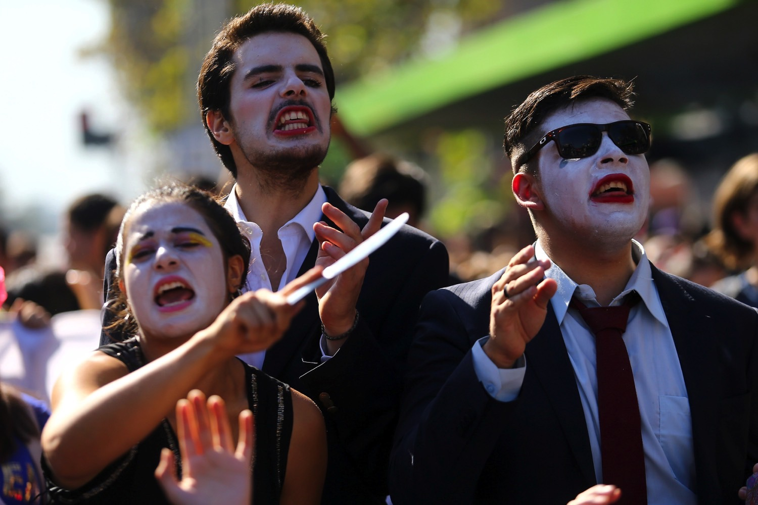 Demonstrators shout slogans during a protest calling for changes in the education system in Santiago, Chile April 11, 2017. Credit: REUTERS/Ivan Alvarado