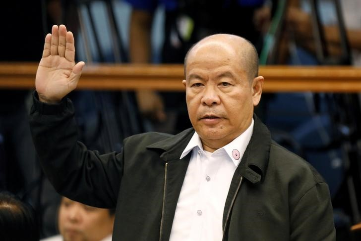 Retired policeman Arturo Lascanas takes an oath before testifying at the Philippine Senate inquiry on alleged extra judicial killings, in Manila, March 6, 2017. Credit: Reuters/Erik De Castro/Files