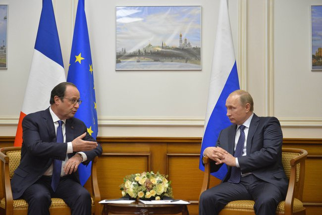 Vladimir Putin, here with French President Hollande has big plans for Europe. Credit: Wikimedia Commons