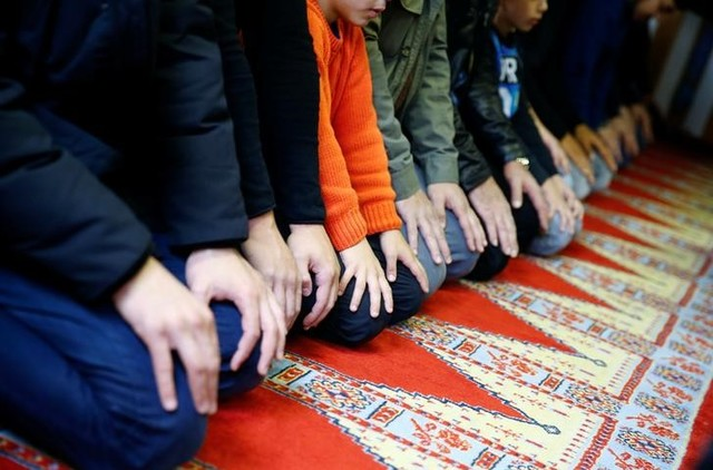 German Muslims Demand Better Protection Amidst Bomb Threats on Mosques