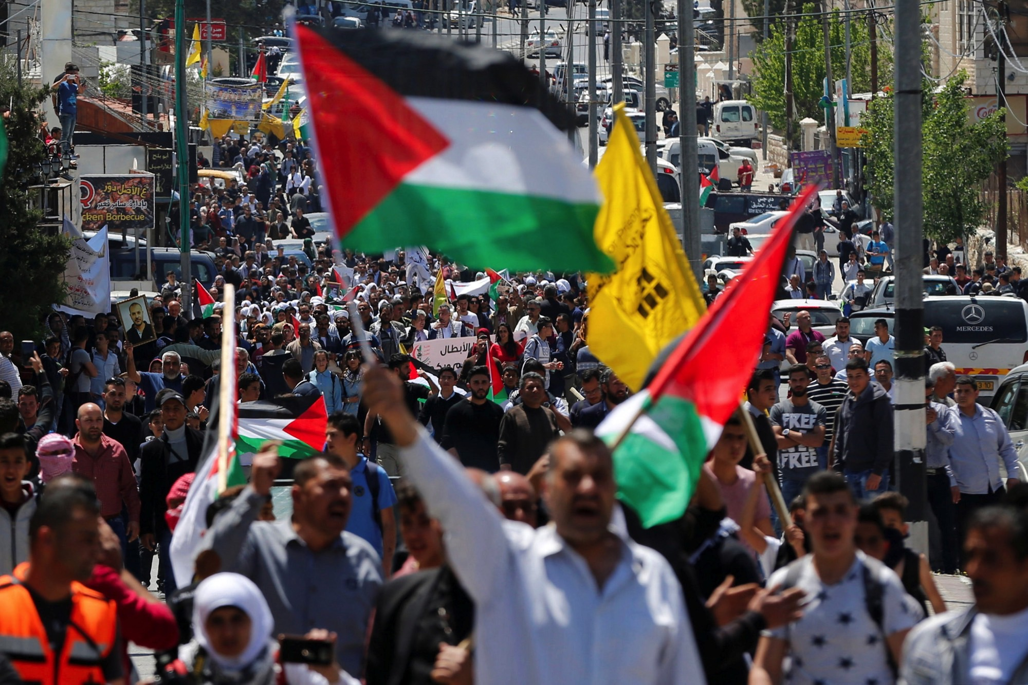 Palestinians take part in a protest in solidarity with Palestinian prisoners held by Israel, in the West Bank town of Bethlehem April 17, 2017. Credit: Reuters/Ammar Awad