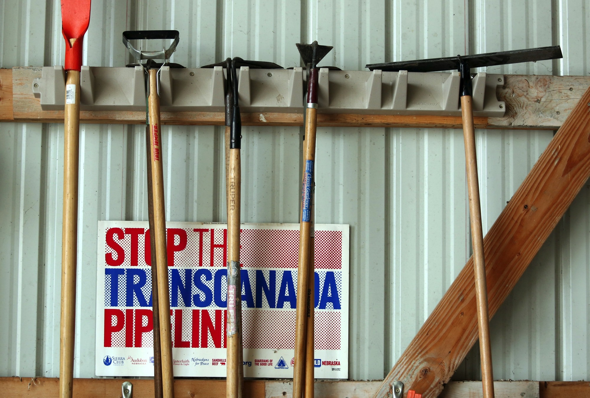 Various anti-pipeline signs line the walls of the machine shed of Art and Helen Tanderup, who are against the proposed Keystone XL Pipeline that would cut through the farm where they live near Neligh, Nebraska, US April 12, 2017. Credit: Reuters/Lane Hickenbottom