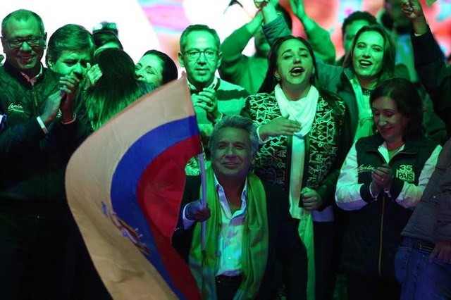 Ecuadorean presidential candidate Lenin Moreno (C) and supporters wait for the results of the national election in a hotel in Quito, April 2, 2017. Credit: Reuters