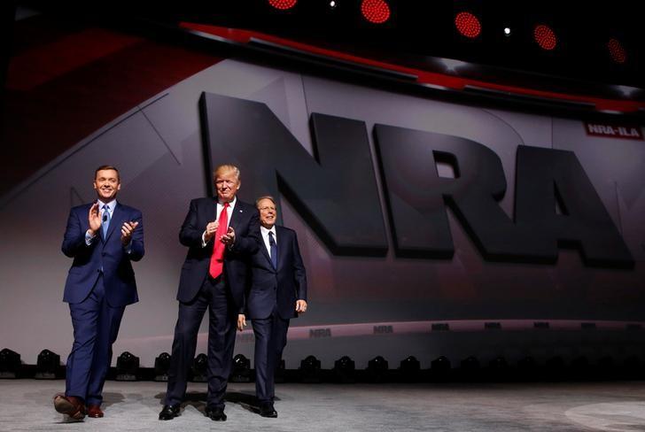 Trump Pledges Alliance to NRA Gun Lobby