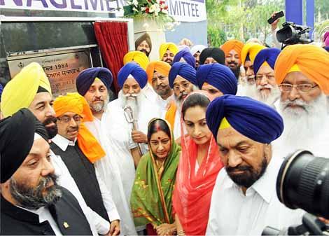Sushma Swaraj at the foundation stone of the Sikh Genocide Memorial at Gurudwara Rakabganj in New Delhi, 2013. Credit: yespunjab.com