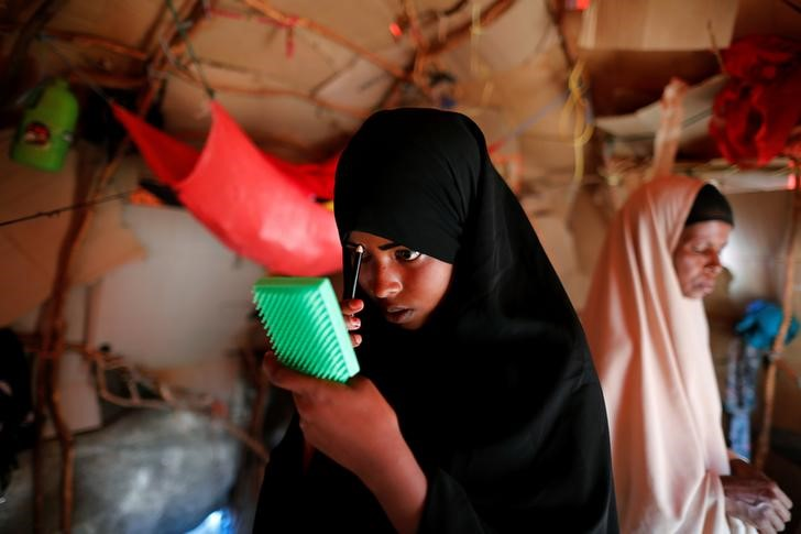Zeinab, 14, applies her make-up before heading to school inside her shelter at a camp for internally displaced people from drought hit areas in Dollow, Somalia April 4, 2017. Credit: Reuters/Zohra Bensemra
