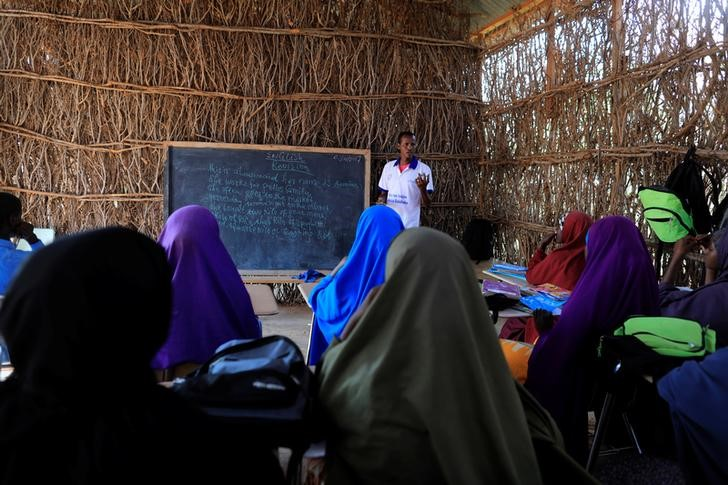 Zeinab's English teacher Abdiweli Mohammed Hersi teaches children at the school near a camp for internally displaced people from drought hit areas in Dollow, Somalia April 3, 2017. Credit: Reuters/Zohra Bensemra