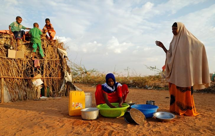Zeinab, 14, (C) washes dishes as her mother Abdir Hussein gestures and her nephews play at a camp for internally displaced people from drought hit areas in Dollow, Somalia April 3, 2017. Credit: REUTERS/Zohra Bensemra