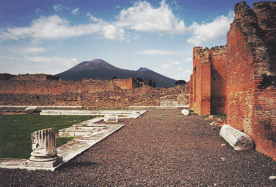 A view of Mt. Vesuvius from the ruins of the ancient city of Pompeii. Credit: Wikimedia Commons