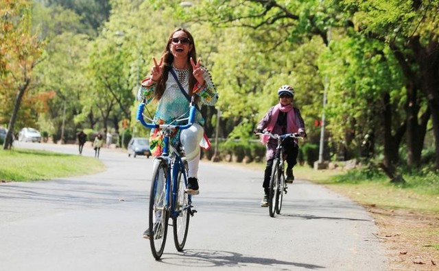 Pakistani Feminists Ride Bikes to Challenge Male Dominance of Public Spaces