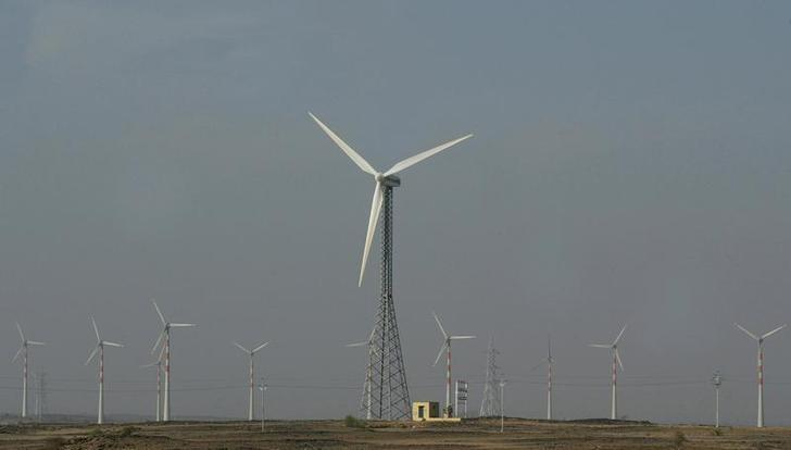 Wind turbines turn in the breeze in the outskirts of Jaisalmer in the Indian desert state of Rajasthan November 30, 2009. Credit: Reuters/Pawan Kumar/Files