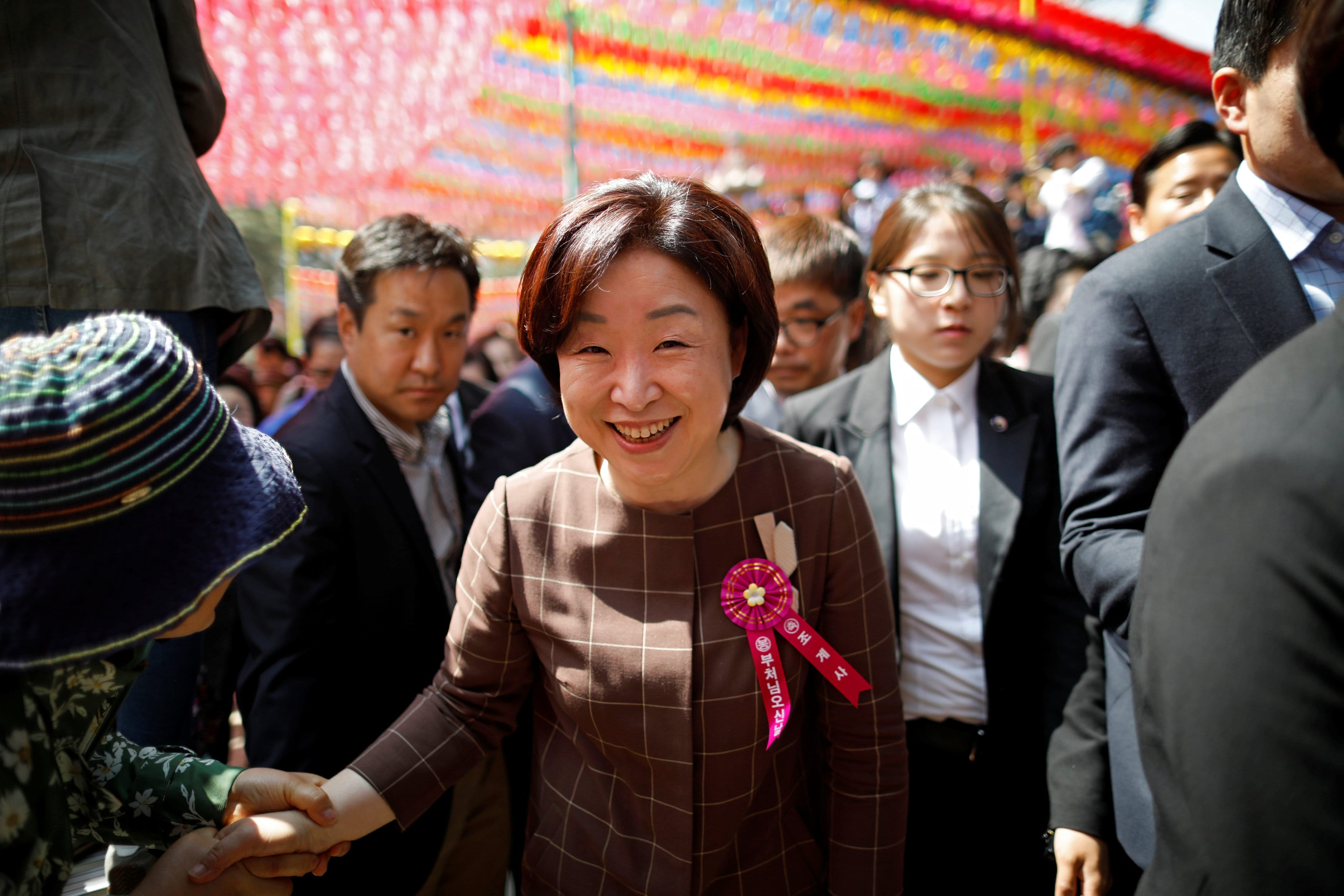 Sim Sang-jung, presidential candidate of the Justice Party, shakes hands with his supporters after attending a ceremony celebrating the birthday of Buddha at Jogye temple in Seoul, South Korea, May 3, 2017. Credit: Reuters/Kim Hong-Ji