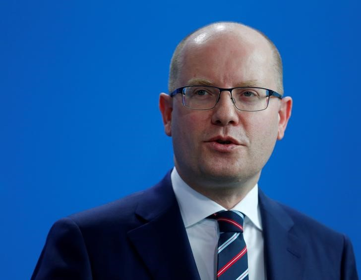 Czech Prime Minister Sobotka Delays Resignation as Parties Seek Way Forward