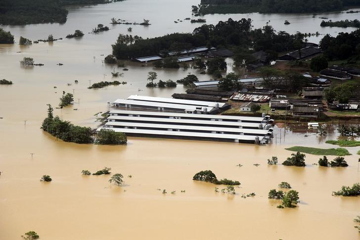 Cyclone 'Mora' Damages Myanmar Refugee Camps in Bangladesh