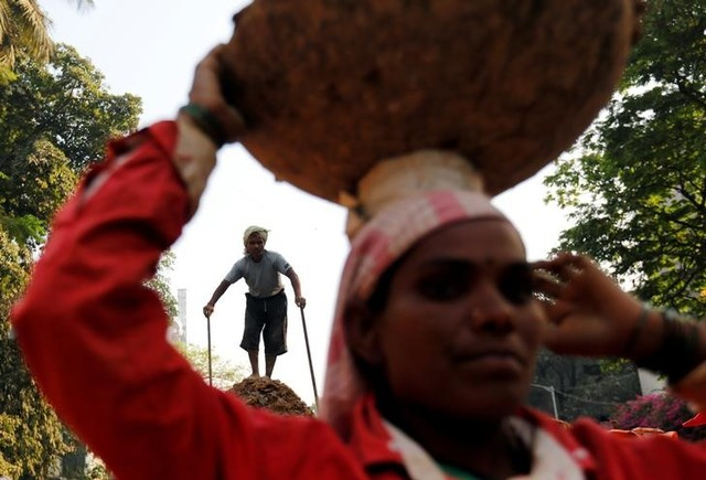 India's Economic Growth Slows Down in Fourth Quarter