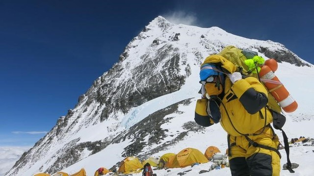 Four Climbers Found Dead in Everest Camp