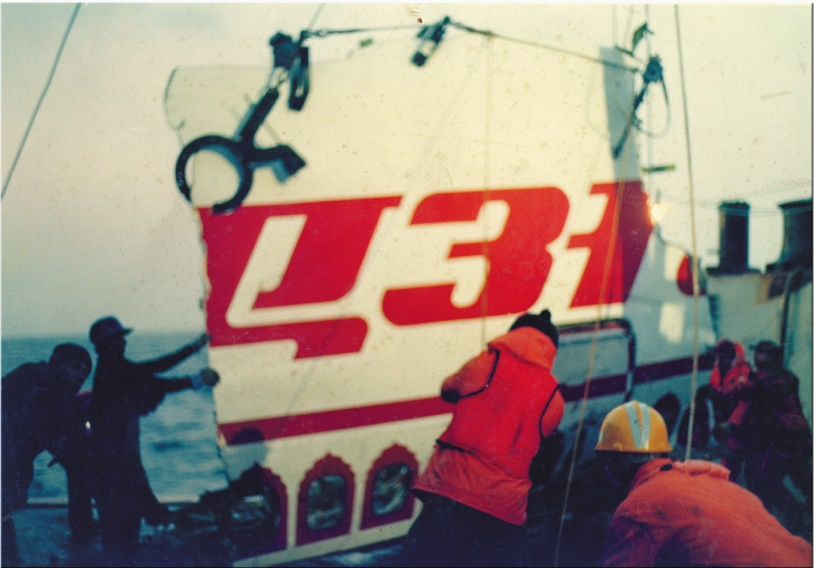 A piece of wreckage being placed on the deck of the Kreuzturm. Credit: V. Ramachandran