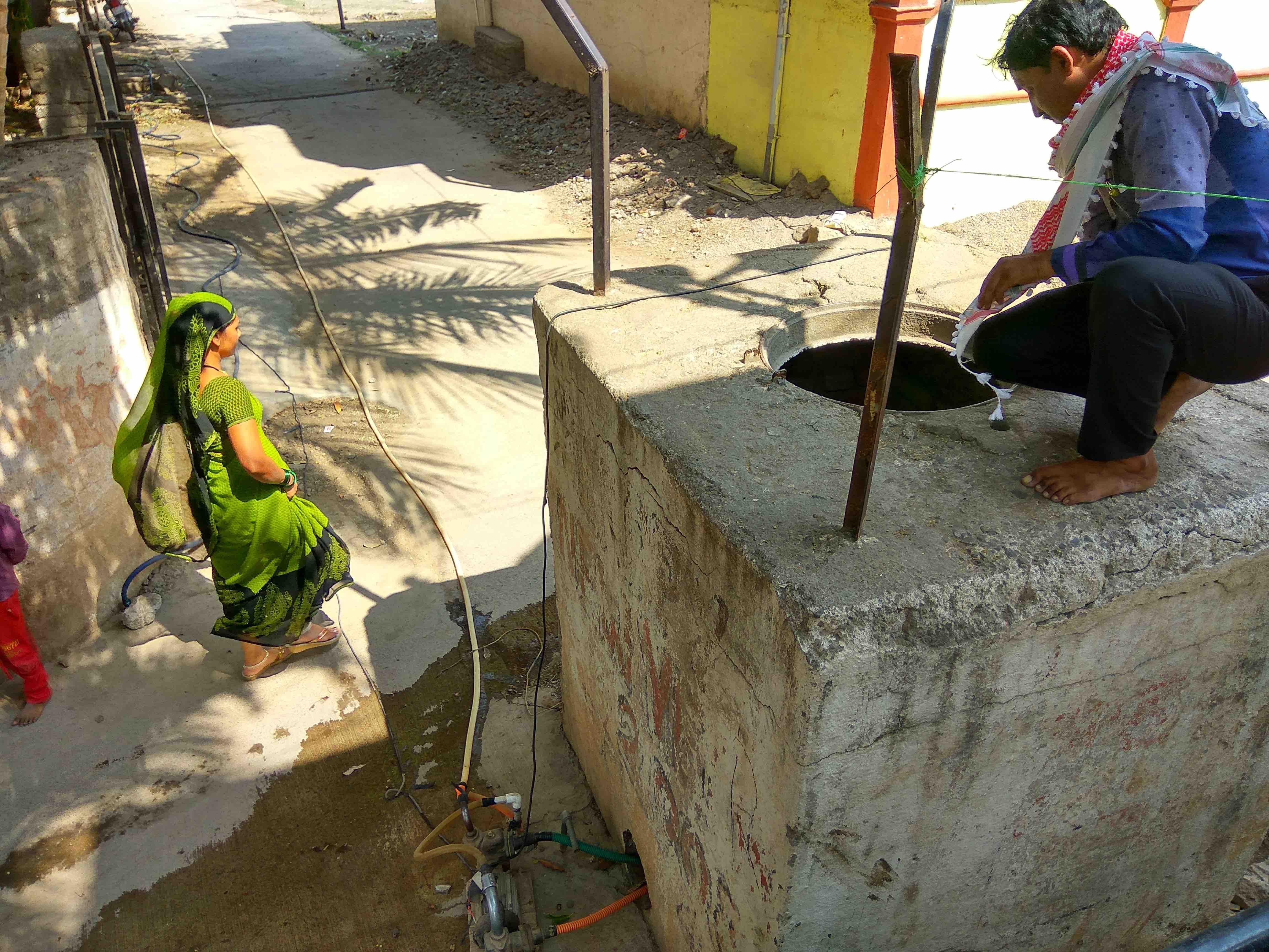 In Ektanagar, residents pump up water from a subterranean neher – often their only source of water. Credit: Raghu Karnad