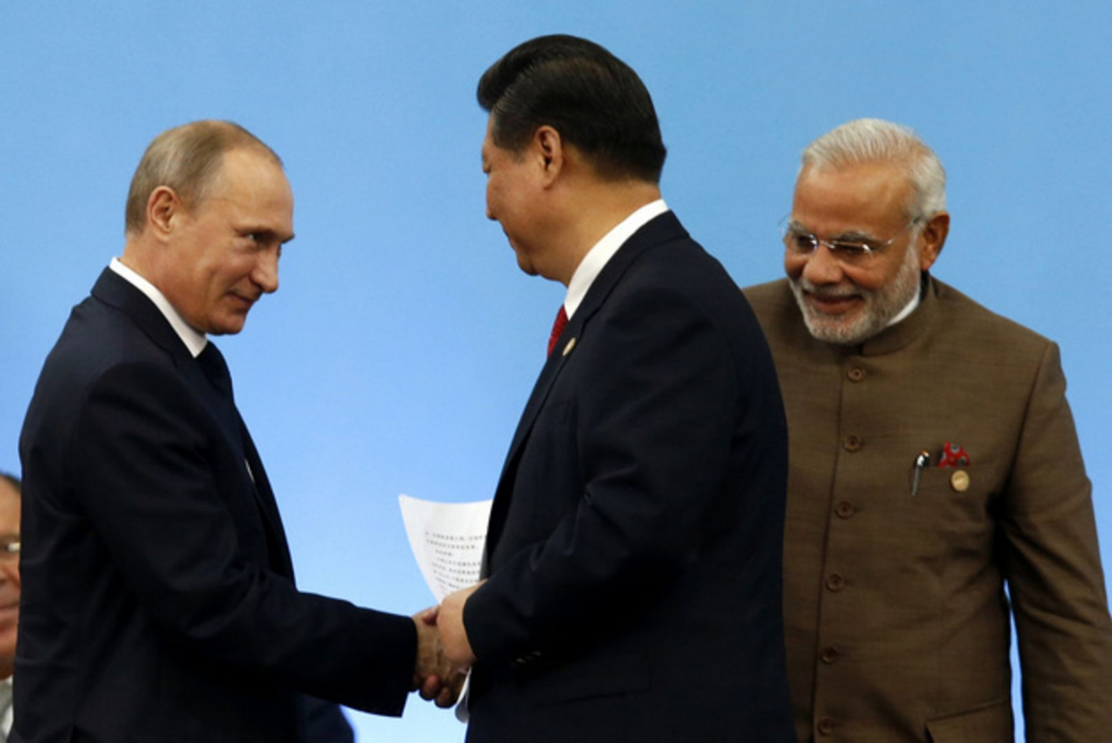Reports indicate that the Russian and Chinese leadership have offered to help mediate tensions between Pakistan and India. Credit: Reuters