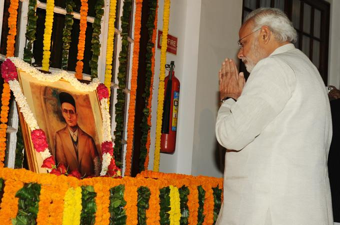 Prime Minister Narendra Modi folding his hands in front of Savarkar's portrait on his birth anniversary in 2015. Credit: Wikimedia Commons