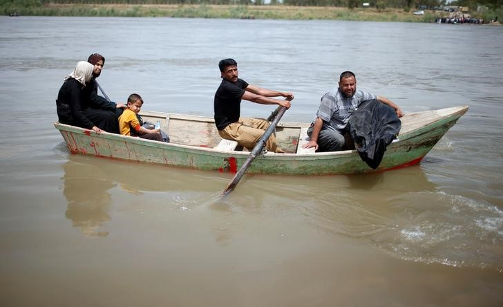 Flooding Forces Mosul Families to Flee War in Rickety Fishing Boats