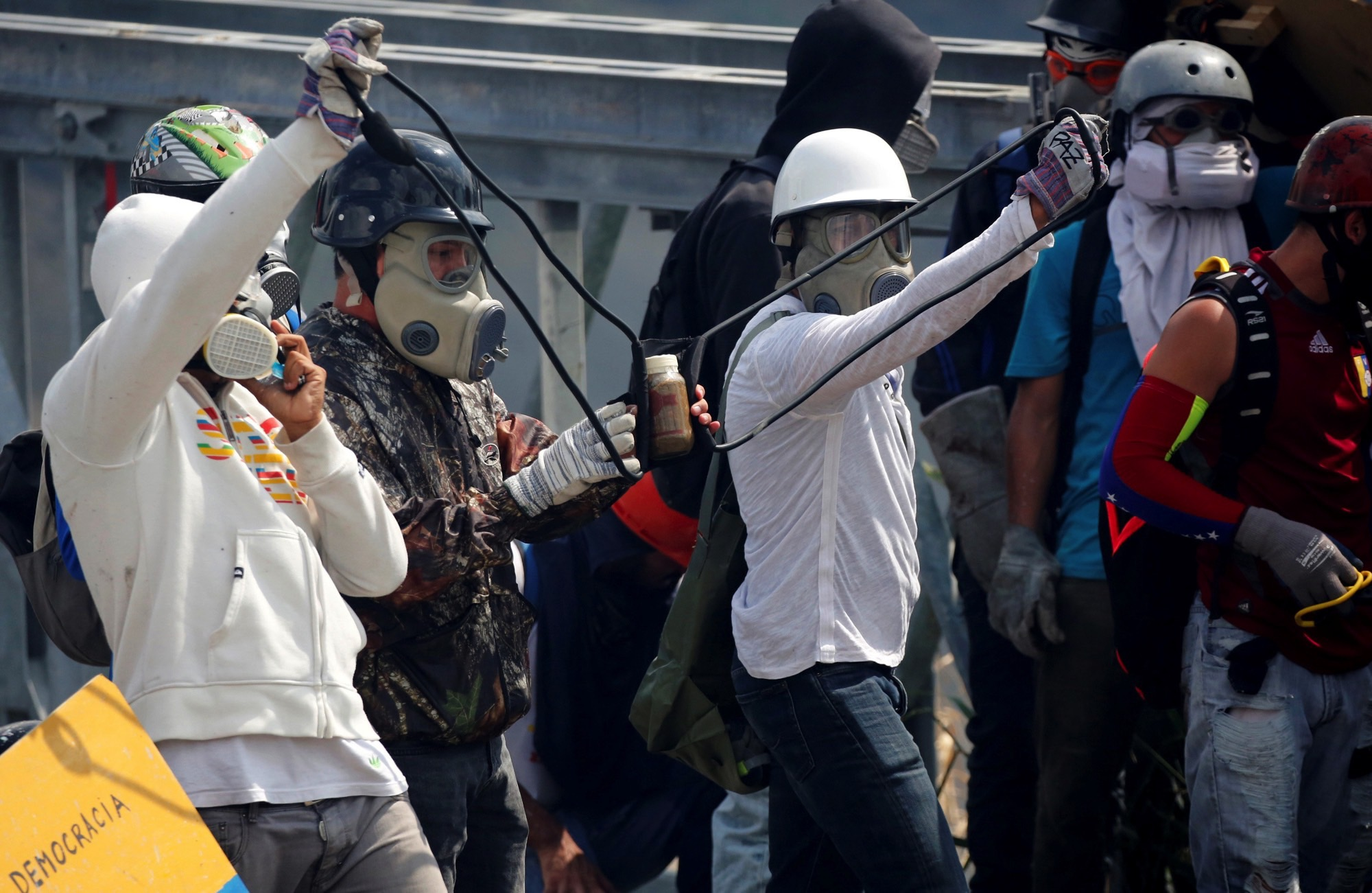 Venezuela: Protesters Lob Faeces at Soldiers as Violence Kills Two More