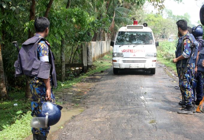 Five Militants Blow Themselves up in Police Raid in Bangladesh