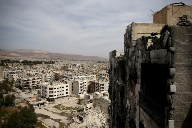 Strikes Push 2,000 Rebels, Families to Evacuate Damascus Suburb