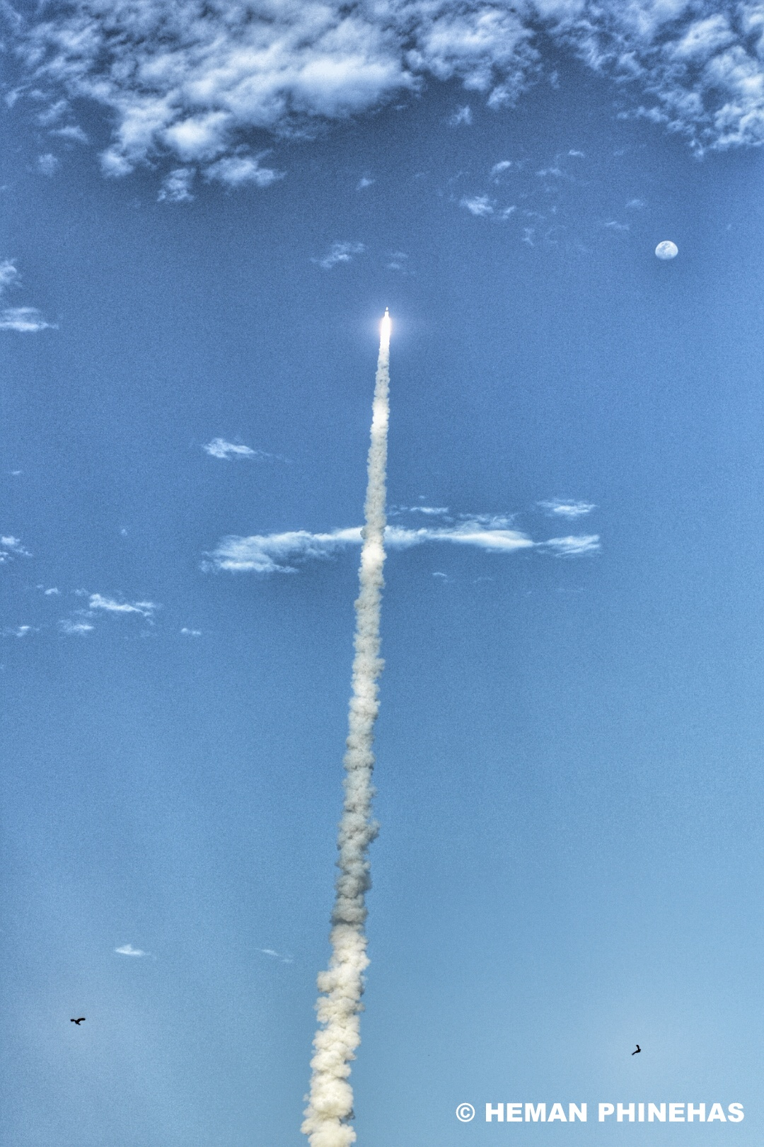 The GSLV Mk III D1 takes off… © Heman Phinehas